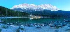 Zugspitze im letzten Licht (Alexander Burkhardt) Tags: bayern see wasser alpen landschaft wald eibsee zugspitze