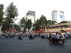 "Ho Chi Minh Ville et ses bouchons de scooters <a style=""margin-left:10px; font-size:0.8em;"" href=""http://www.flickr.com/photos/127723101@N04/24556811641/"" target=""_blank"">@flickr</a>"