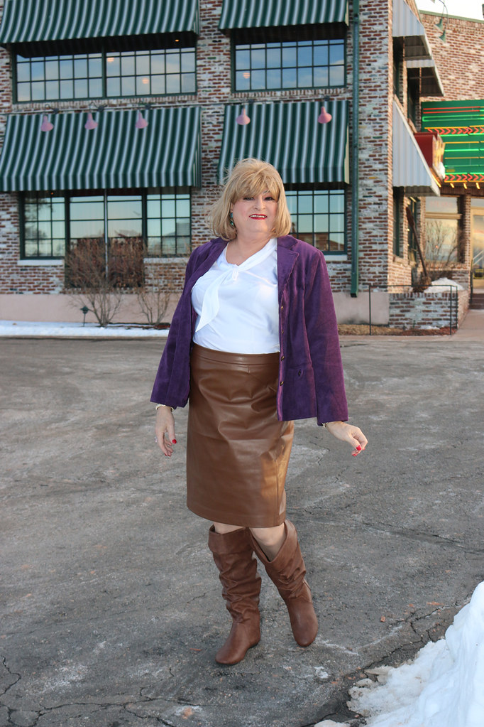 new122193-IMG_7081t (Misscherieamor) Tags: snow restaurant tv  transformation boots feminine cd femme