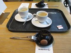 truffe bol (streamer020nl) Tags: holland netherlands coffee caf amsterdam nederland kaffee pastry sweets paysbas bijenkorf niederlande koffie 2016 gebak 140116