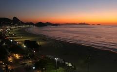 Amanhecer na Praia de Copacabana - Dawn at Copacabana Beach (adelaidephotos) Tags: brazil panorama praia beach rio brasil riodejaneiro sunrise dawn copacabana sugarloaf podeacar amanhecer fortedecopacabana nascerdosol praiadecopacabana copacabanabeach fortcopacabana mariaadelaidesilva