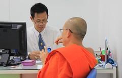 Clear Numbers (Albita.) Tags: portrait orange thailand retrato bangkok laranja banco bank monk tailandia lama naranja monje banku erretratua erretratu