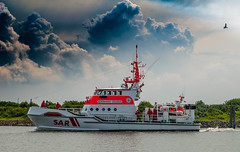 Into the Storm (garrelf) Tags: sunset rescue sonnenuntergang dlrg norderney lifeboat cruiser 2012 dgzrs 23m seenotrettungskreuzer seenotkreuzer hermannmarwede bernhardgruben