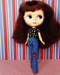 Sneak peek at one of Boutique Anouk's vintage-inspired looks! Here, she models a pair of extra-long seventies style jeans made specifically to wear boots or heels with - I often find Blythe trousers to short for that - and a super-sweet calico top 😊