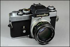 Minolta XE-5 on Display (01) (Hans Kerensky) Tags: camera slr 35mm lens japanese minolta display mc 55mm 1975 standard 117 xe5 rokkorpf