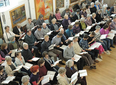 "04 ""Come and Sing"" choir and players from Ealing Symphony Orchestra rehearse Handel's Messiah. 16th April 2016. Conductor John Gibbons. Leader Jo Boswell. Ealing Green Church, London. (Paul Ealing 2011) Tags: green church john bill george alicia bass arnold johnson catherine f watson sing orchestra come april joanna 16 messiah alto symphony ealing milly knut eso conductor handel soprano tenor keel lovell gibbons 2016 pye 1759 1685 snobbig"