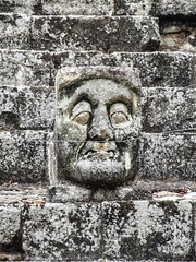 "Copan Ruinas: la Place des Jaguars <a style=""margin-left:10px; font-size:0.8em;"" href=""http://www.flickr.com/photos/127723101@N04/25948130553/"" target=""_blank"">@flickr</a>"