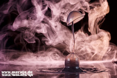 IMG_3327-web (michaelfritze) Tags: wasser bubbles drop splash liquids highspeed wassertropfen tropfen tats highspeedphotography fontne liquidart strobist farbtropfen hochgeschwindigkeitsfotografie liquiddrop stopshot michaelfritze