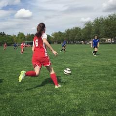 (Ryan Dickey) Tags: game clouds football soccer match wallawalla gianna attacking striker greengrass surveying offense u13 girlssoccer