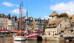 Honfleur (yorkiemimi) Tags: sky france buildings harbor frankreich ship hafen