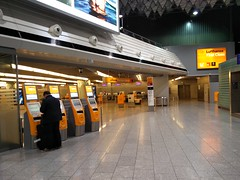 Lufthansa First Class check-in (A. Wee) Tags: germany airport frankfurt kiosk lufthansa firstclass fra checkin