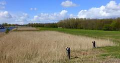 Foto's maken met mijn kleinzonen/Take pictures with my grandsons. (truus1949) Tags: wandelen natuur landschap jeugd almerebuiten