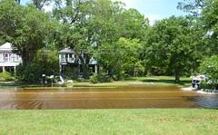 Flooding on Lakeshore Drive, Mandeville (Monceau) Tags: street truck flooding lakeshoredrive flooded splashing