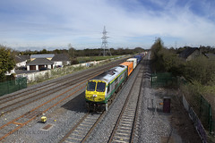 223 on Northwall-Ballina IWT liner approaching Hazelhatch 14-Apr-16 (metrovick) Tags: railroad railway irishrail freighttrain emd hazelhatch iarnrodeireann iwt containertrain jt42hcw iwtliner ie201class ie223 emdexportloco