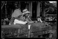 Tiempo de descanso (meggiecaminos) Tags: bw white black blanco women cambodia negro angkorwat bn donne siemreap mujeres bianco nero angkortemples camboya