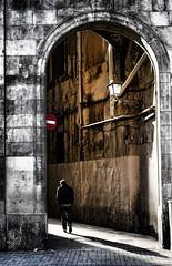 Divieto di controluce. . . (Turm 2) Tags: ombra luce barcellona rambla divieto camminare passeggiare