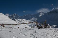 Gebetsfahnen (Tommy0111) Tags: schnee nepal snow ice asien berge himalaya landschaft