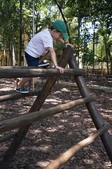 _ITA1224 (Edson Grandisoli. Natureza e mais...) Tags: parque cidade brinquedo brincar urbano criana menino jovem brincando trepatrepa 6anos regiosudeste reaverde