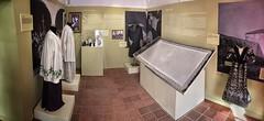 Vestits per a l'ocasi (Museu Arenys de Mar) Tags: museum museu lace museo dentelle bolillos encaje encajeras arenysdemar puntes coix puntaires encajedebolillos