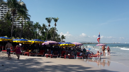 (Very) quick break in Hua Hin - what a shok to see so many people on the beach!
