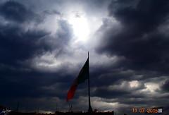 Antes de la Tormenta (Van Linux) Tags: sky clouds flag bandera