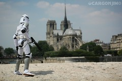 Tourist Clonetrooper Paris Notre-Dame Starwars Clonetrooper (cargonjim) Tags: paris starwars notredame clonetrooper