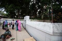 5D8_7264 (bandashing) Tags: england graveyard beard manchester sharif shrine muslim islam wash sylhet bangladesh socialdocumentary wudu mazar cleanse dargah aoa shahjalal aboultion bandashing akhtarowaisahmed graveworship