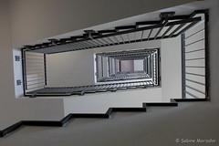 Aufwärts zum Wochenstart (Sockenhummel) Tags: stairs fuji vertigo stairway treppe finepix fujifilm oben x30 upwards treppenhaus hoch aufwärts tauentzien fujix30