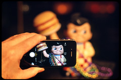 Smartphone Bob (Voxphoto) Tags: metaphotography bigboy iphone olympusom2n tungstenlight provia400x bobagain nna2 precariousburger
