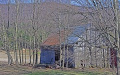 Barn near Warren VT 1 (jwalkr4) Tags: barn taken april warren vt 2016 nikon1
