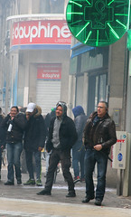 IMG_7054R (leroux.maximilien62) Tags: france grenoble frankreich cops protest police streik demonstration strike polizei manifestation bombe grve bullen flics schlagstock tonfa pfefferspray gazeuse matraque elkhomri loitravail