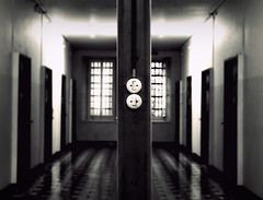 turn off (Rino Alessandrini) Tags: windows light vintage switch perspective corridor symmetry prison porte galera luce simmetria prospettiva finestre prigione carcere corridoio interruttore