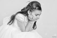 Preciosa niña (Pepa Morente ( 2.200.000 de VISITAS )) Tags: niña nena guapa vestido comunión pensativa blanacoynegro miradahaciaabajo