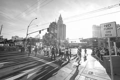 Las Vegas Crossing (LutzSchramm) Tags: usa us lasvegas nevada unitedstatesofamerica nordamerika voigtlndercolorskopar35mmf25 usavereinigtestaatenvonamerika leicammonochrom