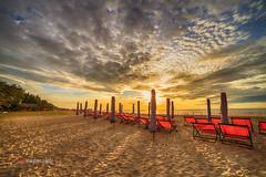 _MG_9031 Sm Sn, 0814 (HUONGBEO PHOTO) Tags: morning sea beach clouds sunrise asian sand asia seascapes vietnam sunbeam butri smsn my bnhminh thanhho ngoitri bitm canoneos5dmark2 samyang14mmf28 bibinsmsn phongcnhbin