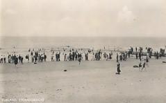 Vlieland - Strandgezicht - ansichtkaart (Dirk Bruin) Tags: beach strand vlieland bath bathing badhuis zomervakantie zwemmen paviljoen recreatie strandhotel strandvakantie badplaats zeebad noordzeebad strandvertier