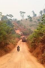 travesso da Transamaznica (alrcardoso) Tags: truck amazon cattle estrada moto dust caminho amazonie motorcicle amaznia ladeira poeira gado boiadeiro travesso transamaznica piarra