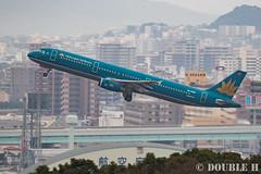 Fukuoka Airport 2016.1.17 (24) VN-A353 / VN's A321-200 (double-h) Tags: airplane vietnamairlines a321   fuk fukuokaairport  rjff a321200 vna353  eos7dmarkii ef100400mmf4556lisiiusm accinfukuoka