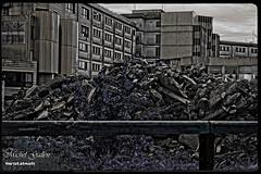 Vision apocalyptique nuclaire (photos.osmose) Tags: apocalypse promenade reflets ville noirblanc urbain vestiges lugubre dmolition vitrages