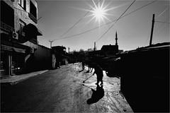: 494 : (la_imagen) Tags: street shadow people blackandwhite bw turkey trkiye trace streetlife menschen trkei sw schatten insan turqua sokak glge siyahbeyaz orlu trakya streetandsituation trakien streetpassionaward