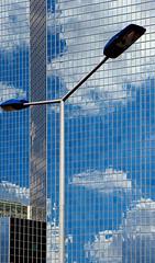 Dfense du lampadaire! La Dfense, Paris (jjcordier) Tags: architecture immeuble lampadaire dfense quartier puteaux affaires
