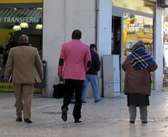 SPLASH OF PINK (Amrico Meira) Tags: portugal gente lisboa baixa corderosa decostas casaco