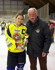 Team Captain Christina Schusser bei der Pokal-Überreichung
