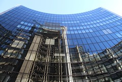 Willis Building (richardr) Tags: uk greatbritain england reflection building london english glass architecture modern skyscraper reflections europe european unitedkingdom britain contemporary foster normanfoster british curve europeanunion willis cityoflondon lloydsbuilding willisbuilding squaremile