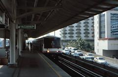Thailand - Bangkok - Saphan Taksin (railasia) Tags: 2001 thailand bangkok platform siemens infra bts saphantaksin emu3 silomline metrosubwayunderground routenº2