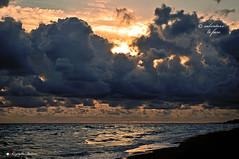 NUVOLE MATTINIERE (Salvatore Lo Faro) Tags: italy nikon italia nuvole mare natura sole rosso riflessi puglia spiaggia rodi salvatore d300 lofaro iidodelsole