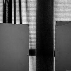 por naturaleza, muerta (mariano sánchez gª. del moral) Tags: españa blancoynegro cortina arquitectura negro asturias estudio bn abstracto balcon luarca blanconegro composicion equilibrio esquinas transparencia cuadrado cartones abstraccion translucido