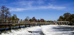 Boulters Weir (mattpacker1978) Tags: blue sky water thames danger river picture deep fast sunny level lovely maidenhead weir rushing clearskys