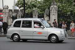 LTI TX4 London Taxi in ComCab livery (Ian Press Photography) Tags: london cars car carriage cab taxi transport taxis international cabbie cabs livery lti comcab tx4