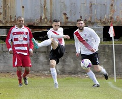 Andy Paterson delivers firmly up the line (Stevie Doogan) Tags: park west scotland thistle scottish first juniors division league holm largs clydebank superleague bankies mcbookiecom